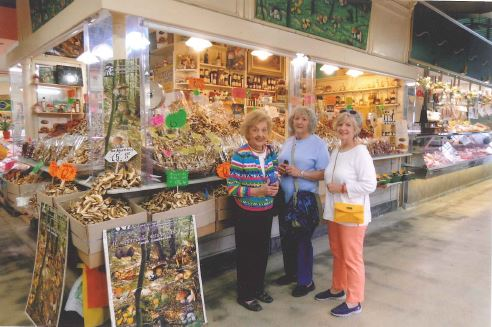 Caroline Vaught McCall '64. Joy Adams Lucas '64, and Emmalee Harris Hughes '64 shopping in Florence.